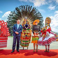 17. Oktober 2019  Am vierten Tag ihrer Reise durch Indien werden König Willem-Alexander und Königin Máxima am Cochin Flughafenim BundestaatKerala farbenfroh empfangen.