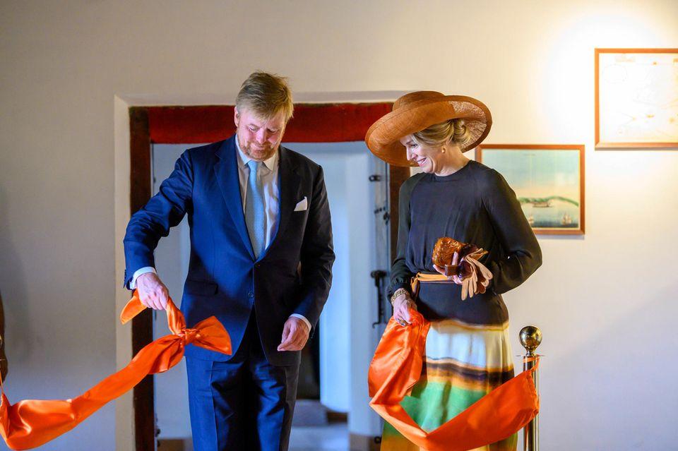 """17. Oktober 2019  Im Anschluss geht es für Willem-Alexander und Máxima in den""""Dutch Palace"""" in Mattancherry, derunter anderem Porträts und Exponateder Rajas von Cochin beherbergt. Beim Betreten der Ausstellungsräume wird das Königspaar gebührend begrüßt."""
