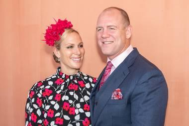 18. Oktober 2019  Happy Birthday, Mike Tindall! Der Ehemann von Queen-Lieblingsenkelin Zara Phillips feiert heute seinen 41. Geburtstag. Das Paar (hier im Januar 2019) ist seit acht Jahren glücklich verheiratet und hat zwei Töchter, Mia und Lena.