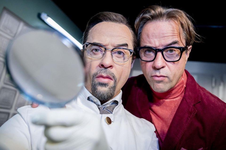 """Jan Josef Liefers steht seinem Tatort-Alter Ego """"Prof. Dr. Dr. Karl-FriedrichBoerne""""im Wachsfigurenkabinett """"Madame Tussauds Berlin"""" bei."""