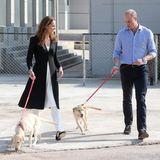 18. Oktober | Tag 5  Mit Hunden kennen sich Kate und William aus: Zuhause in London haben sie einen Cockerspaniel namens Lupo. Im Hunde-Trainingszentrum in Islamabad scheint Kate ihren Vierbeiner allerdings besser im Griff zu haben als Prinz William seinen