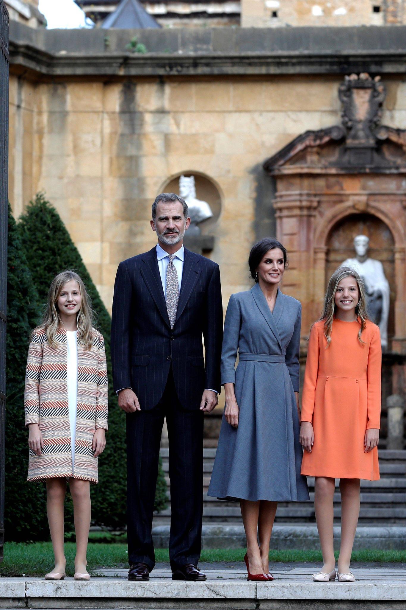 17. Oktober 2019  Zu Beginn der Feierlichkeiten anlässlich der Prinzessin-von-Asturien-Preise werden Prinzessin Leonor, König Felipe, Königin Letizia und Prinzessin Sofía in Oviedo im Fürstentum Asturien begrüßt.