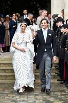 """Sie haben """"Oui"""" gesagt! Jean-Christophe, Prinz Napoléon und Gräfin Olympia von und zu Arco-Zinneberg haben sich im Pariser Invalidendom trauen lassen. GALA zeigt die schönsten Bilder des royalen Brautpaars."""