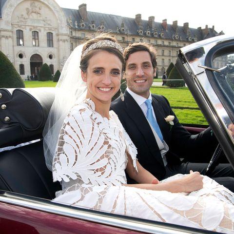 Und zum Schluss kommt doch noch die Sonne raus! Im offenen Cabrio sieht an das strahlende Brautpaarauch viel besser.