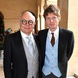 Nikolai von Bismarck (r.) ist ohne seine Freundin Kate Moss nach Paris gekommen, dafür hat er aber den Künstler Rolf Sachs an seiner Seite.