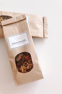 Feinstes Granolawird neuerdings von Hand in München gefertigt. Sechs Geschmacksrichtungen gibt es aktuell, von Mandel über Kokosnuss bis zuApfel und Banane. Granola von Crunchtaste (im Onlineshop erhältlich), 100 Gramm ca. 3,90 Euro