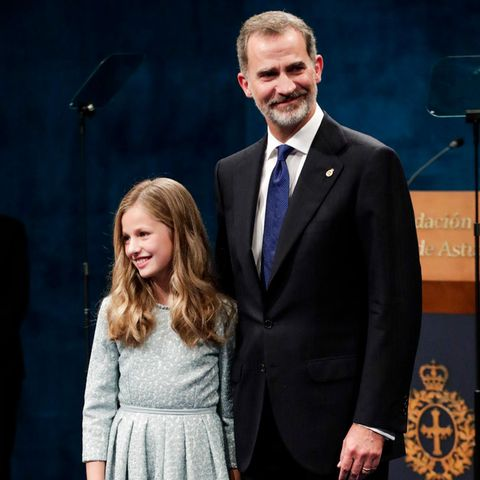 Prinzessin Leonor mit Papa König Felipe bei dem Prinzessin-von-Asturien-Preisen 2019.