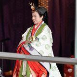 Kaiserin Masako kommt in prachtvollem Gewand zur Inthronisierungzeremonie ihres Mannes.