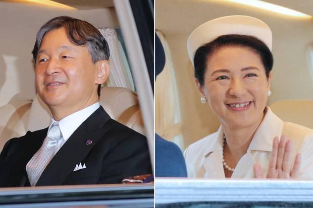 Kaiser Naruhito und Kaiserin Masako fahren zum Kaiserpalast in Tokio.