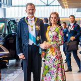 Auch König Felipe und Königin Letizia sind dabei. Die spanische Königin hat sich für ein farbenfrohes florales Dress entschieden.