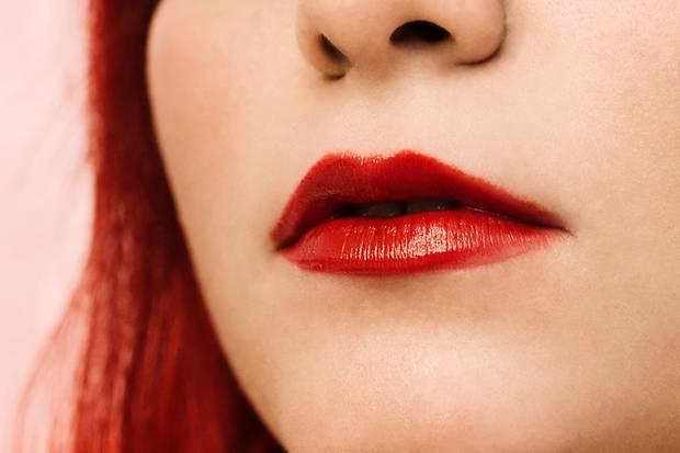 Lippen wie geküsst - der Look ist erfrischend und lässt die Lippen voller wirken.