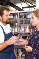 Leon (Daniel Fehlow) und Nina (Maria Wedig) kommen sich wieder näher