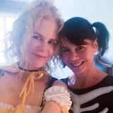 Nicole Kidman und ihre Schwester Antonia schießen noch schnell ein Halloween-Selfie bevor die Familienfeier startet.