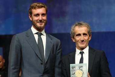 """22. Oktober 2019  Bei der Zeremonie der 30. Sportel Awards im Grimaldi Forum in Monaco verleiht Pierre Casiraghi (l.) dem Rennfahrer Alain Prost den """"Lifetime Sport Achievement Award""""."""
