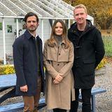 Kurz zuvor zeigte sich Prinzessin Sofia in einem camelfarbenen Mantel des schwedischen Labels Whyred (Preis rund 470 Euro). Darunter trug sie einen grauen Rollkragenpullover. Für Herbstmäntel scheint die Frau von Prinz Carl Philip ein echtes Faible zu haben.
