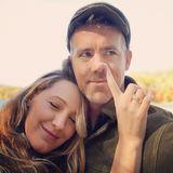 23. Oktober 2019  Herrlich uneitel gratuliert Blake Lively ihrem Mann Ryan Reynolds mit diesem Schnappschuss zum Geburtstag. Die beiden Hollywood-Stars necken sich gerne gegenseitig auf humorvolle Weise mit schrägen Portraits auf Instagram. So sieht wahre Liebe aus!