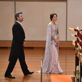 Prinz Frederik und Prinzessin Mary bewundern den geschmückten Saal.