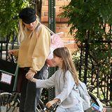 Marlowe ist mittlerweile schon 7 Jahre alt und wird nicht mehr von Mama Sienna durch New York getragen. Dafür gehen die beiden gerne als lässiges Mutter-Tochter-Duo in der Stadt spazieren.