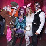 """Henning Merten, Denise Kappes undLeonard Freier mit Frau Caona feiern zusammen in wundervollgruseligen Kostümen bei der""""Wonderland after Dark by NYX Professional Makeup""""Halloween-Party in Berlin."""