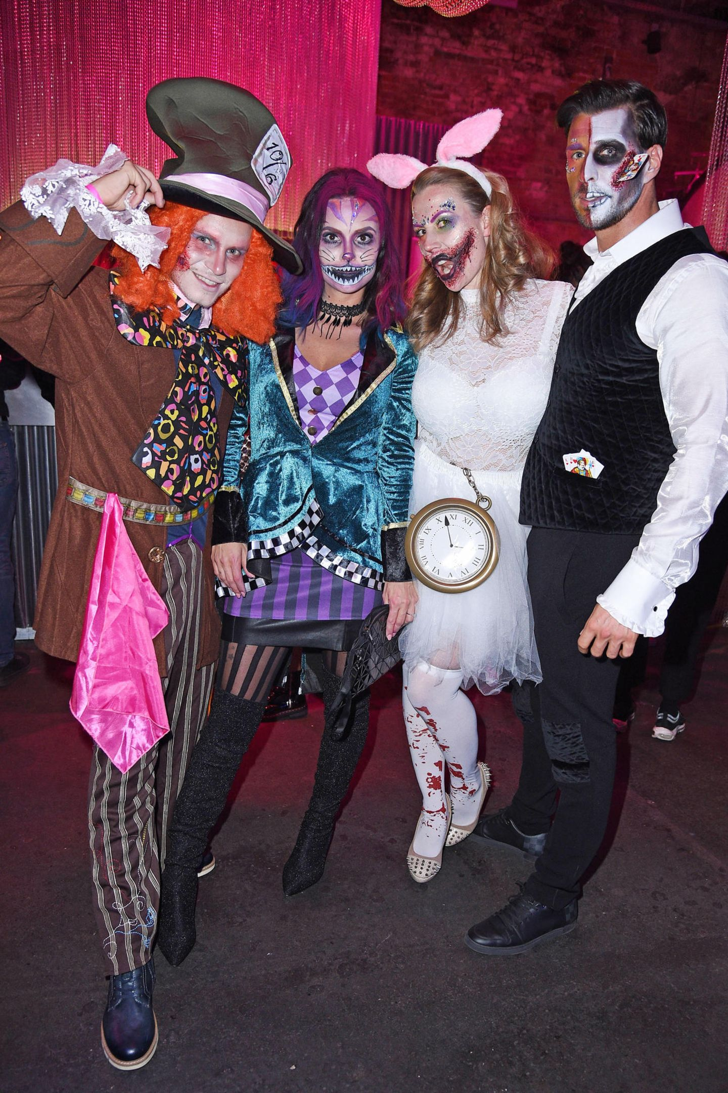 "Henning Merten, Denise Kappes und Leonard Freier mit Frau Caona feiern zusammen in wundervoll gruseligen Kostümen bei der ""Wonderland after Dark by NYX Professional Makeup"" Halloween-Party in Berlin."