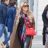 """Sylvie Meis hat beim SemperOpernball mit ihrer Garderobe für Furore gesorgt. Bei diesem Outfit hat sie aber alles richtig gemacht. Ihreneher schlicht gehaltenen Alltagslook verleiht siemit der farbenfrohen """"Kelly""""-Bag von Hermès Pep."""