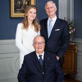 Drei Generationen auf einem Bild: Neben ihremVater und Großvater strahlt Prinzessin Elisabeth von Belgien in die Kamera.