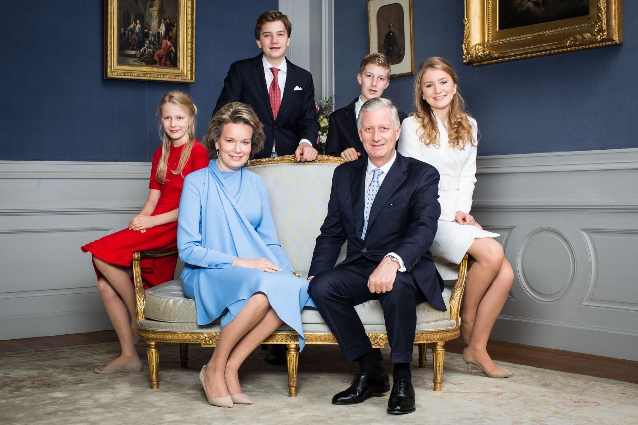 Das belgische Königspaar zeigt sich auf diesem offiziellen Foto mit seinenKindern Prinzessin Eléonore, Prinz Emmanuel, PrinzGabriel und Prinzessin Elisabeth.