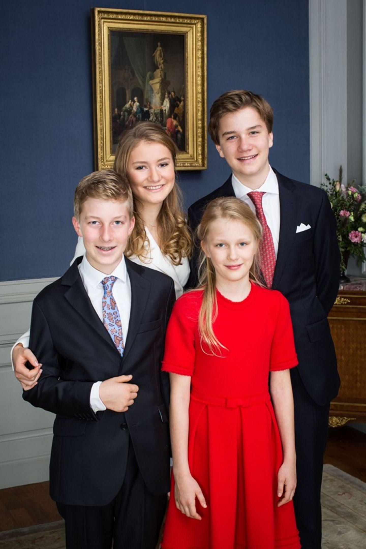 Zum Schluss gibt es noch ein Foto mit ihren Geschwistern.