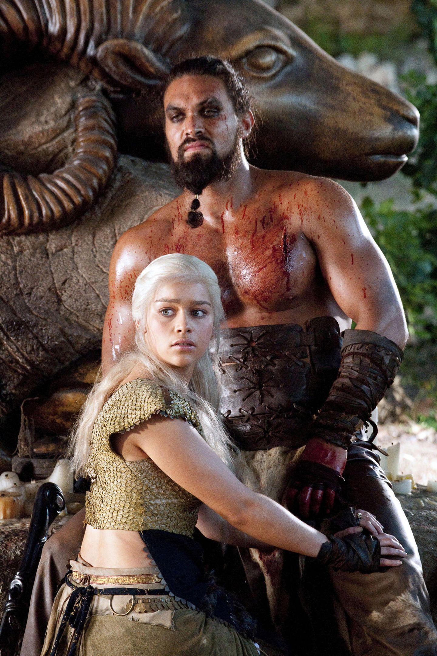"""Emilia Clarke und Jason Momoa waren in der ersten Staffel von """"Game of Thrones"""" alsDaenerysTargaryen und Khal Drogo ein Ehepaar."""