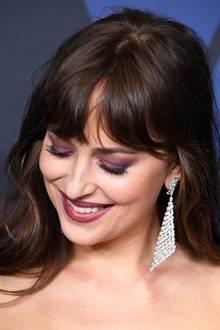 """Dakota Johnsons Ohrringe (Modell Madeleine) stammen aus der High Jewelry Kollektion """"Paris est une Fête"""" und sind komplett mit Diamanten besetzt. Der Preis für diese funkelnden Schmuckstücke: 108.000 Euro."""