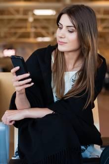 Experte warnt: Darum sollten Sie Ihr Handy nie am Flughafen aufladen