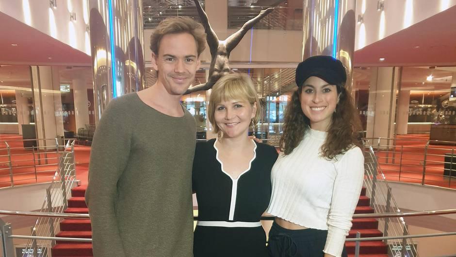 Anton Zetterholm und Ann-Sophie Dürmeyer mit Gala.de-Redakteurin Julia Nothacker (Jolla)