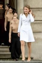 Prinzessin Elisabeth von Belgien hat im Oktober 2019 ihren 18. Geburtstag gefeiert. Die Tochter von Königin Mathilde und König Philippe zeigt bei der Zeremonie anlässlich ihres Ehrentags, dass sie eine wunderschöne Thronfolgerin abgibt. Die Männer dürften schon bald bei ihr Schlange stehen.