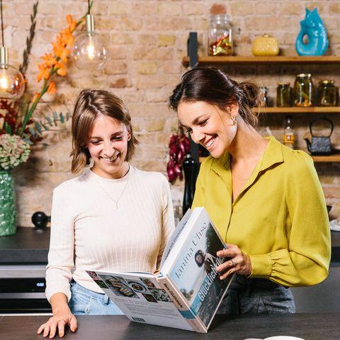 Food-Redakteurin Jessica Bolewski und Janina Uhse