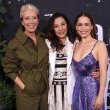 """Es sind Emma Thompson,Michelle Yeoh und Emilia Clarke. Alle drei Frauen scheinen sich prächtig bei der Premiere ihres neuen Films """"Last Christmas"""" zu amüsieren. Der tiefe Ausschnitt von Emilia Clarkes Paillettenkleid ist aber auch ein wahrer Hingucker."""