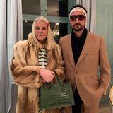 """31. Oktober 2019  Prinzessin Mette-Marit ist wahrscheinlich so oft auf ihre Ähnlichkeit mit der Schauspielerin Gwyneth Paltrow angesprochen worden, dass sie sich zum diesjährigen Halloween-Fest ihre Rolle als Margotaus dem Film """"Die Royal Tenenbaums"""" zum Vorbild genommen hat. Prinz Haakon gibt natürlich passend dazu den Richie."""
