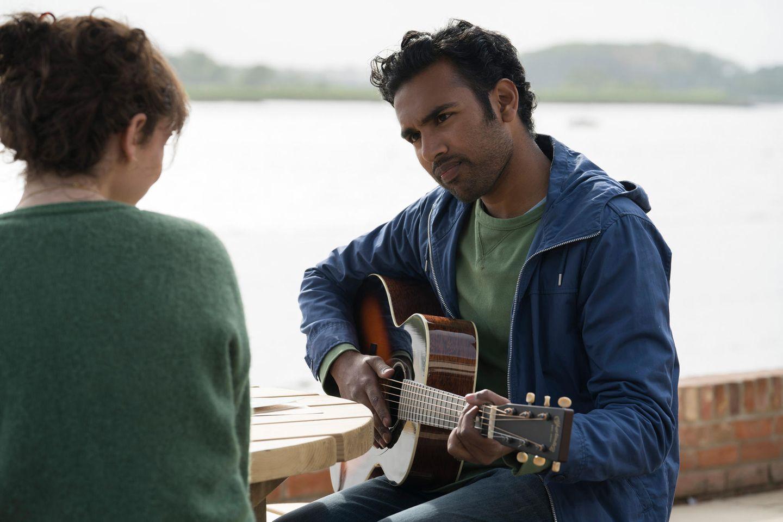Singer-Songwriter Jack Malik (Himesh Patel) mit seinerJugendfreundin Ellie (Lily James)