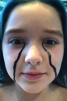 """31. Oktober 2019  Fans von Billie Eilish und ihrem Musikvideo zu """"When The Party's Over"""" dürften schon an Harper BeckhamsGesicht erkannt haben, wer die Inspiration für ihr Halloween-Kostüm war."""
