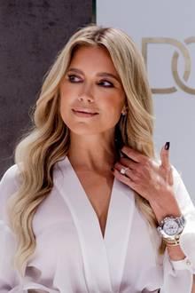Doch was funkelt da so aufregend an Sylvie Meis Hand? Es ist ein Verlobungsring! Wie ihr Management jetzt bestätigt hat, sind sie und Niclas Castellobereit für den nächsten Schritt.