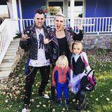 """Pink schickt ihren Instagram-Followern Halloween-Grüße von den """"Punk Rock Spider""""-Familie."""