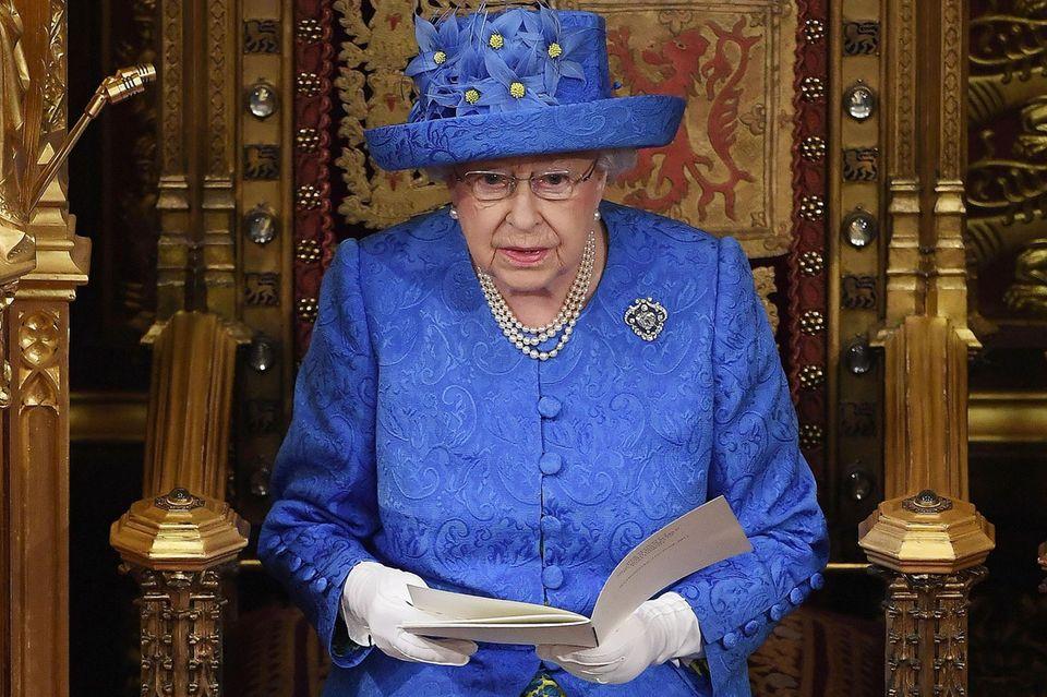 Mit ihrem Hut sorgte Queen Elizabeth am 21. Juni 2017 für Aufregung.