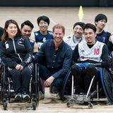02. November 2019  Prinz Harry schaut sich aber nicht nur das Rugby-Finale an, sondern besucht in Tokio auch Rugby-Spieler beim Training. Das kann man nämlich auch im Rollstuhl spielen.
