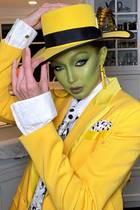 """Topmodel Gigi Hadid sieht auch mit """"Maske"""" noch fantastisch aus."""