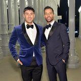 Im navyblauen Partnerlook zeigen sichJwan Yosef und Ricky Martin.