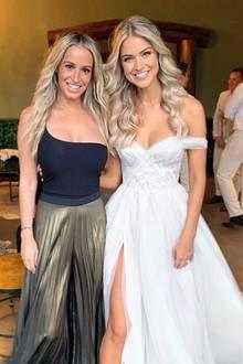 Natürlich ließ Renae Ayris ihre Hochzeit von einer Wedding-Plannerin organisieren. Ihr Haar trug die Braut gelockt, das Make-up wirkt natürlich. Was für eine schöne Braut!