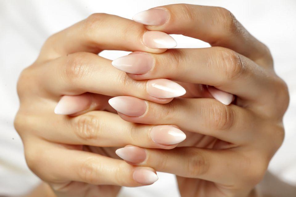 Babyboomer Nails sind aktuell der angesagteste Nageltrend aus den USA.