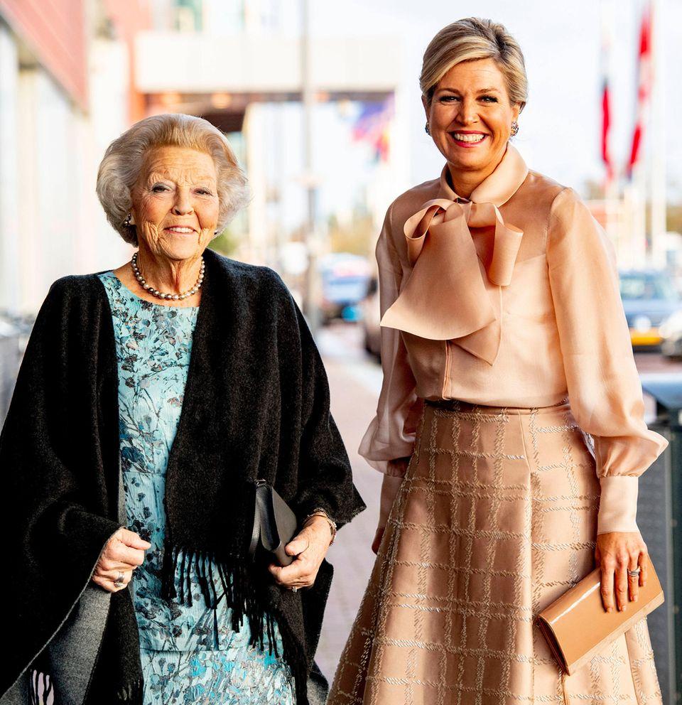 """4. November 2019  Prinzessin Beatrix und KöniginMáxima verleihen in Amsterdam den """"Prinz Bernhard Kulturfonds Preis""""."""