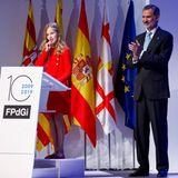 """4. November 2019  Bei der Verleihung der """"Prinzessin von Girona-Preise 2019"""" hält Prinzessin Leonor von Spanien ganz professionell ihre Rede - und das sogar in vier Sprachen (Spanisch, Englisch, Katalonisch und Arabisch). Ihr Vater König Felipe hält sich im Hintergrund, ist jedoch sichtlich stolz auf seine Tochter und schenkt ihr Applaus."""