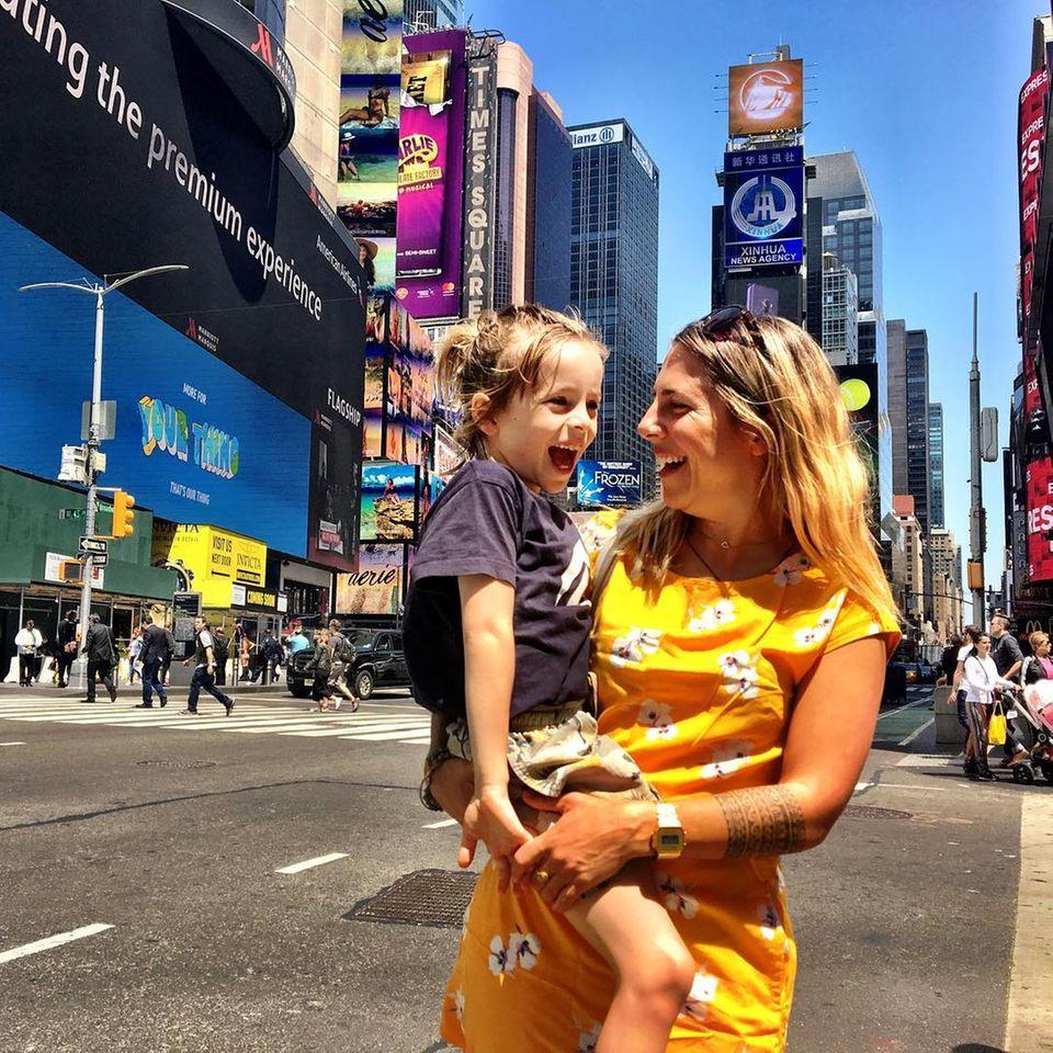Janina Breitling und ihr Sohn Max in New York