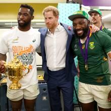 Prinz Harry mit der südafrikanischen Rugby-Mannschaft